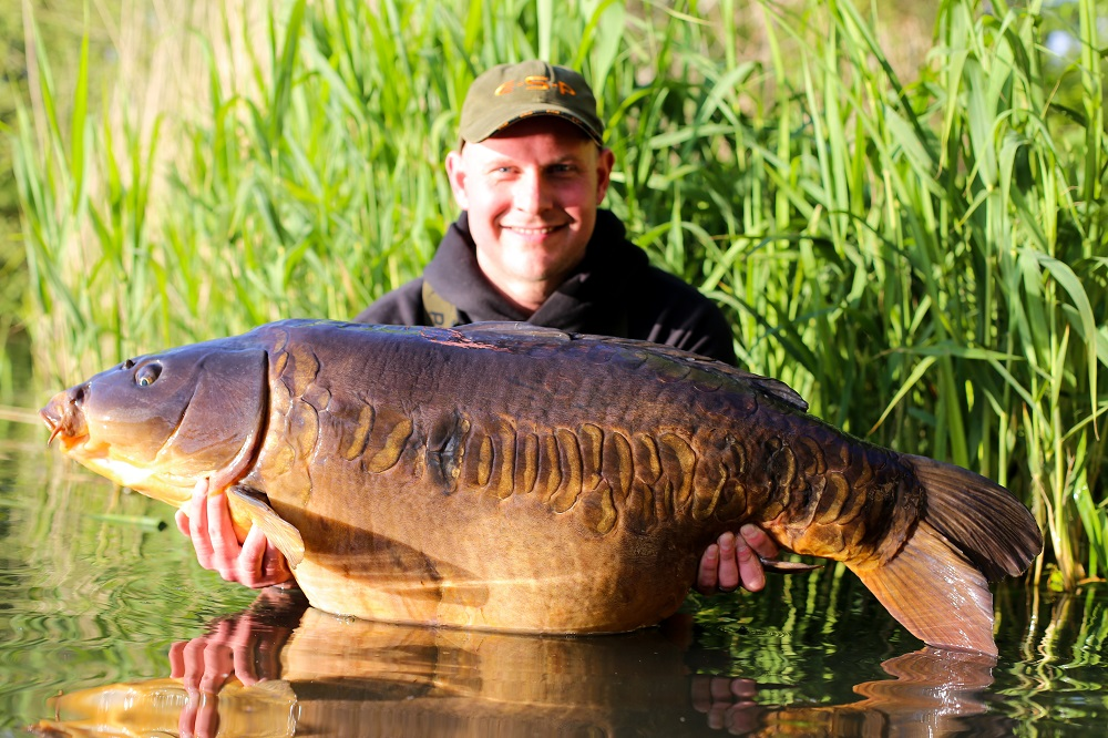 What a fish! Kempy's Linear at 48lb 4oz