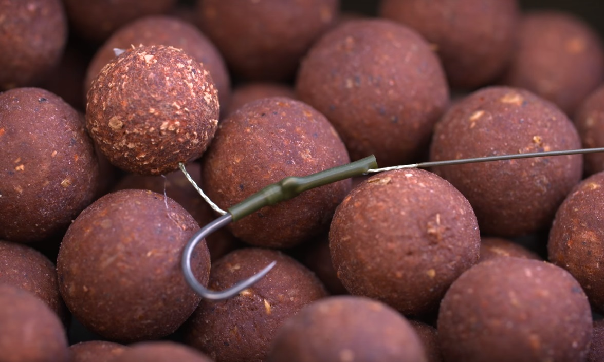 Darrell shows off the new Mainline Link boilies. [Youtube.com/KordaTV]
