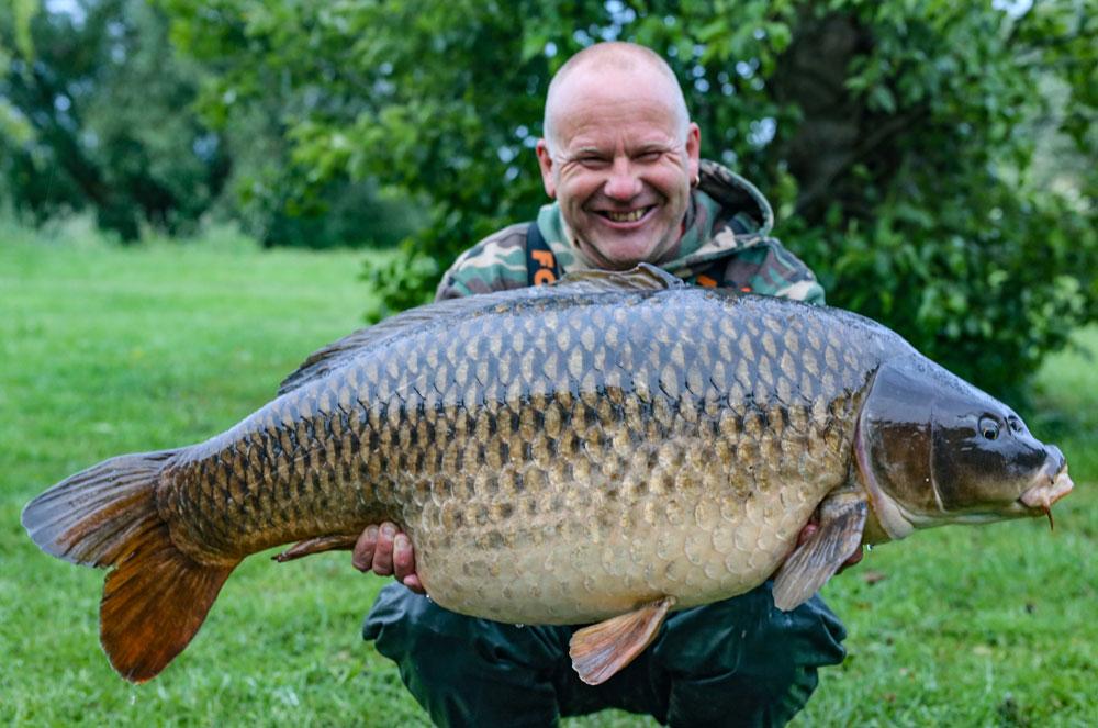 48lb 2oz of pb common for Bluebell regular Gary [Pic courtesy of Kev Hewitt]