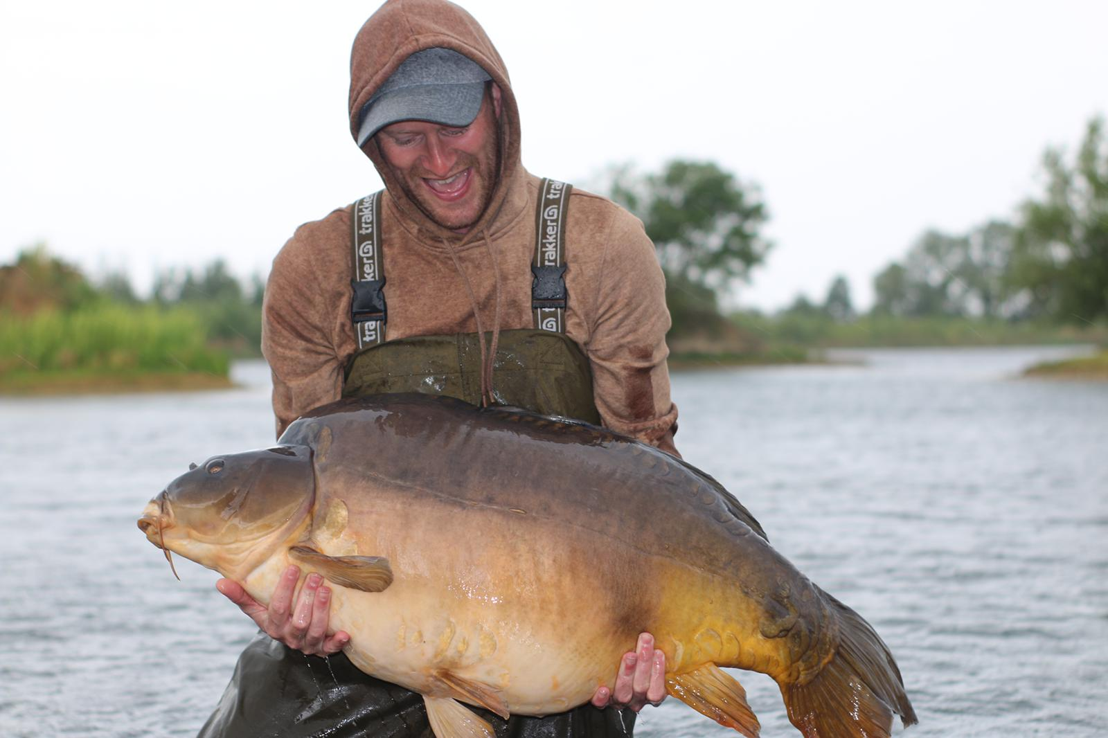 The monster mirror weighed 67lb 8oz