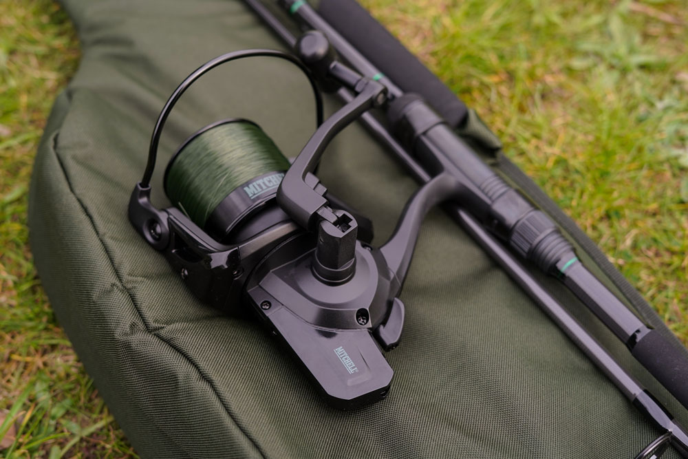 The reel is very sleek and has a great folding handle