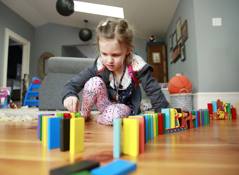 girl-playing-dominoes-erin-cunningham-photography.jpg