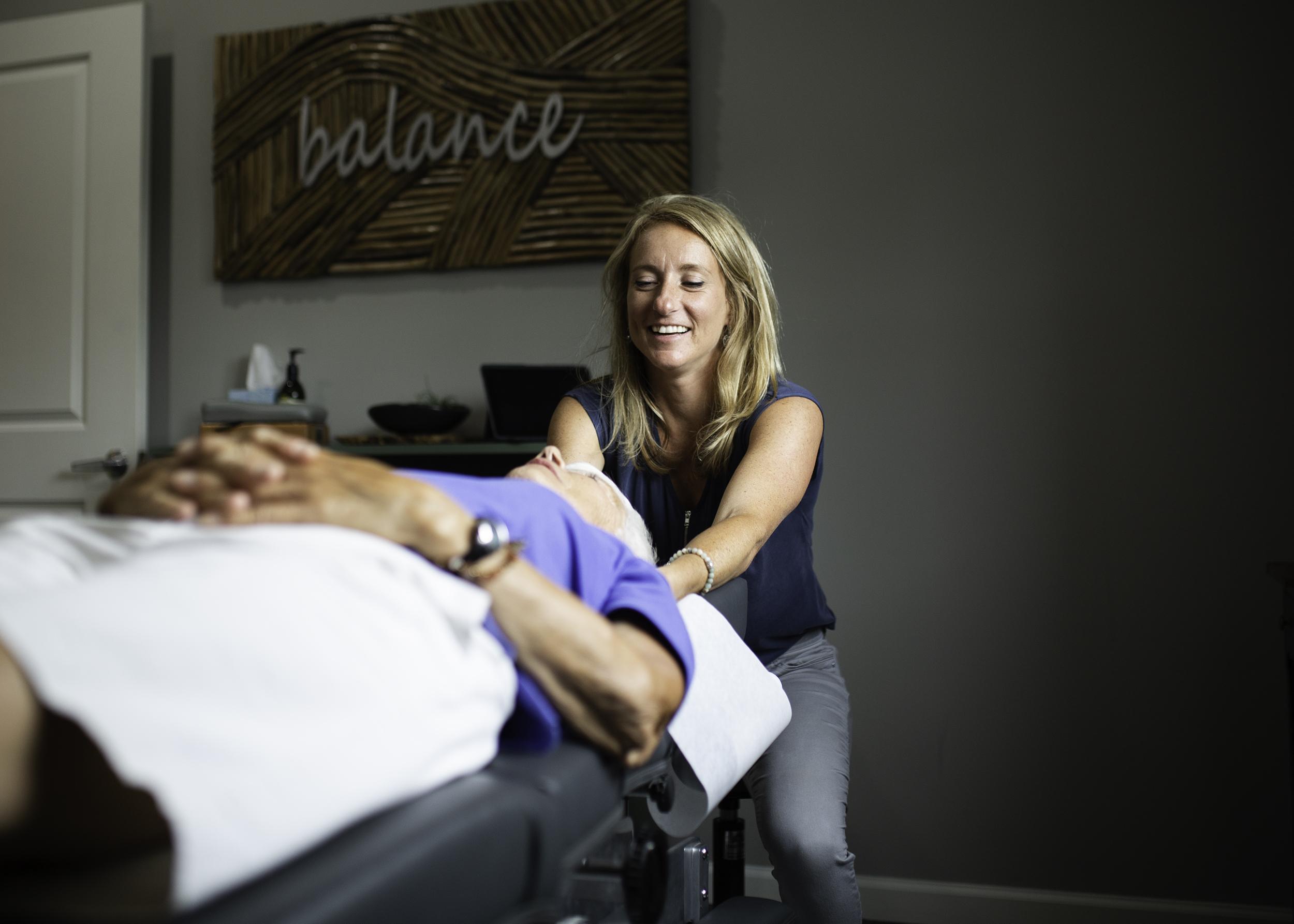 chiropractic-adjustment-business-photography-canandaigua-new-york-erin-cunningham.jpg