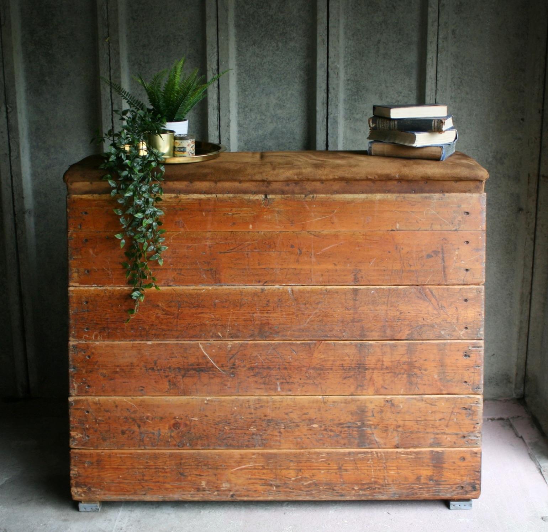 Vintage Vaulting Box