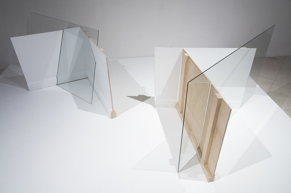 Fabiola Torres-Alzaga -  El umbral de lo visible,  2018.  Glass and wood.