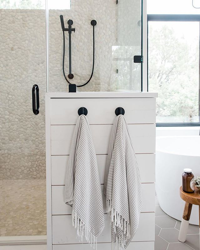 My 3 favorite decorating ideas for a bathroom: • -mixed metals -vintage rugs -towel hooks • Something about the combination of these three elements makes a bathroom feel customized and high-end. What do you guys think? Would you swap your towel bar for hooks, troll estate sales for a vintage rug, or add a contrasting metal to your space? Or are you open to all three?! Would you like to see a round up of some of my favorite combinations on the blog? Let me know below 👇🏻 • • design by @haleyamanning + built by @youngerhomes + photography by @madelineharperphoto • • #sanantoniodesign #sodomino #edesign #theeverygirlathome #idcoathome #howihaven #buildyourstyle #fkdesignslovesshiplap