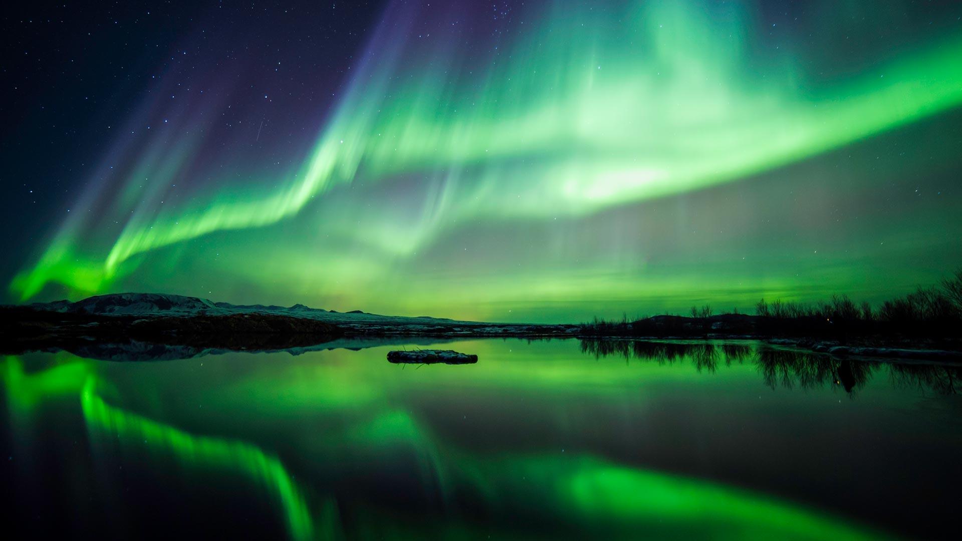 northern-lights-lake-thingvellir-national-park-iceland.jpg