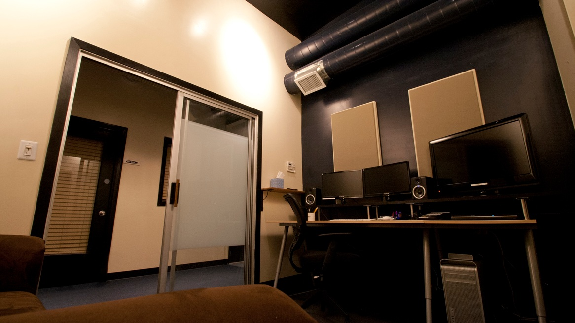 Editing Suites - We offer 40 turn-key editing suites for you and your production. Each suite is connected to our centralized shared storage and machine room and has 24/7 access, IT and Technical support, air conditioning and up to 40MB upload/download speeds.(Available in Chicago and Los Angeles)