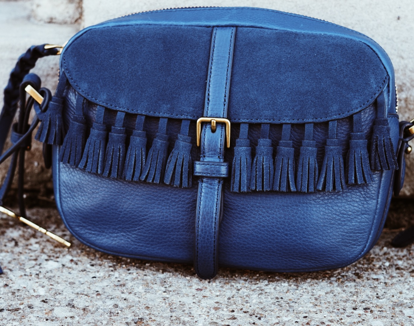 The tassel details on the bag are the perfect touch for me, a definite go to in my wardrobe.