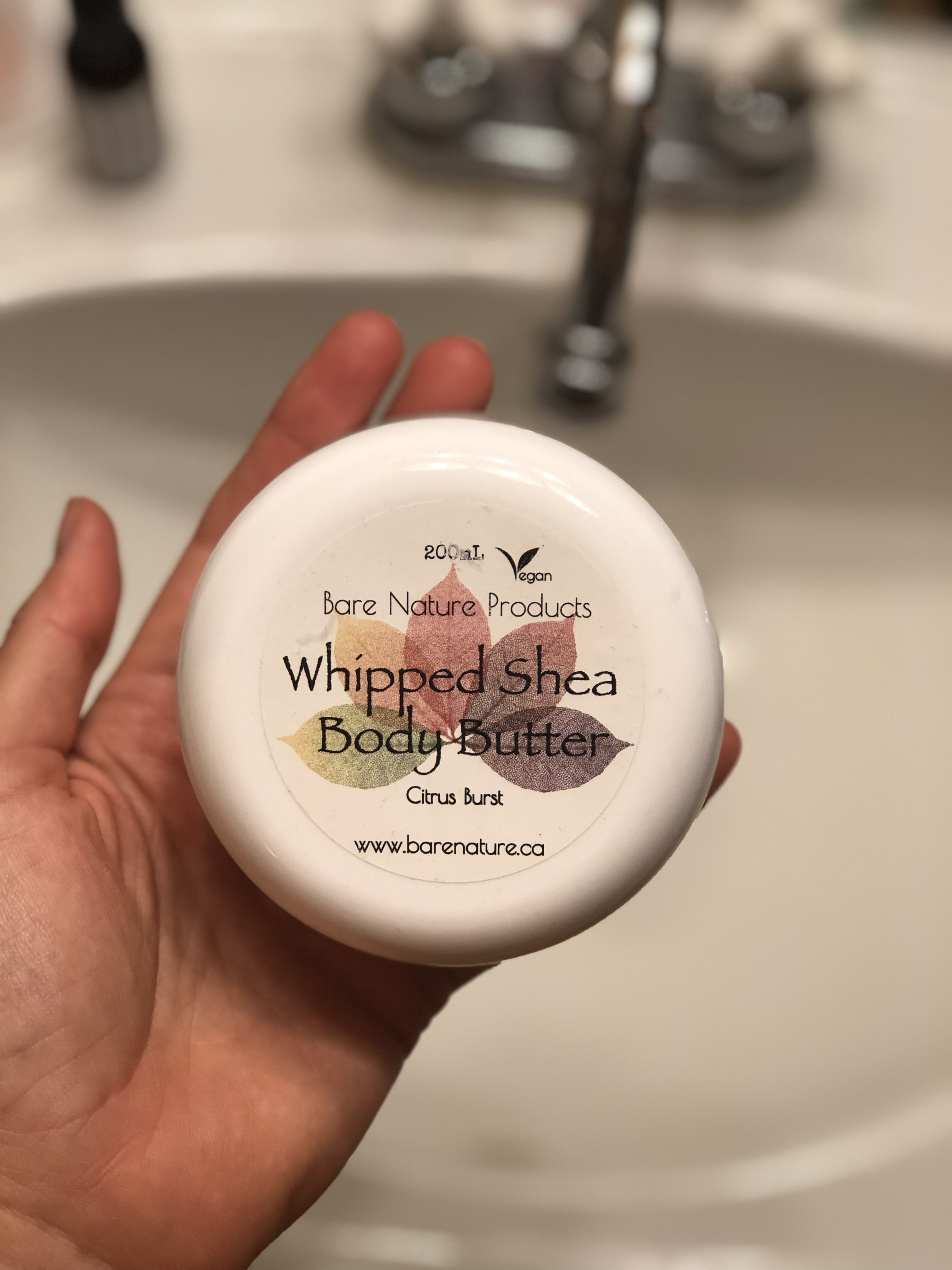 another bare nature product and SUPER UBER delicious smelling. citrus burst says it all. this is perfect for after all the exfoliating and perhaps shaving of legs in the tub.