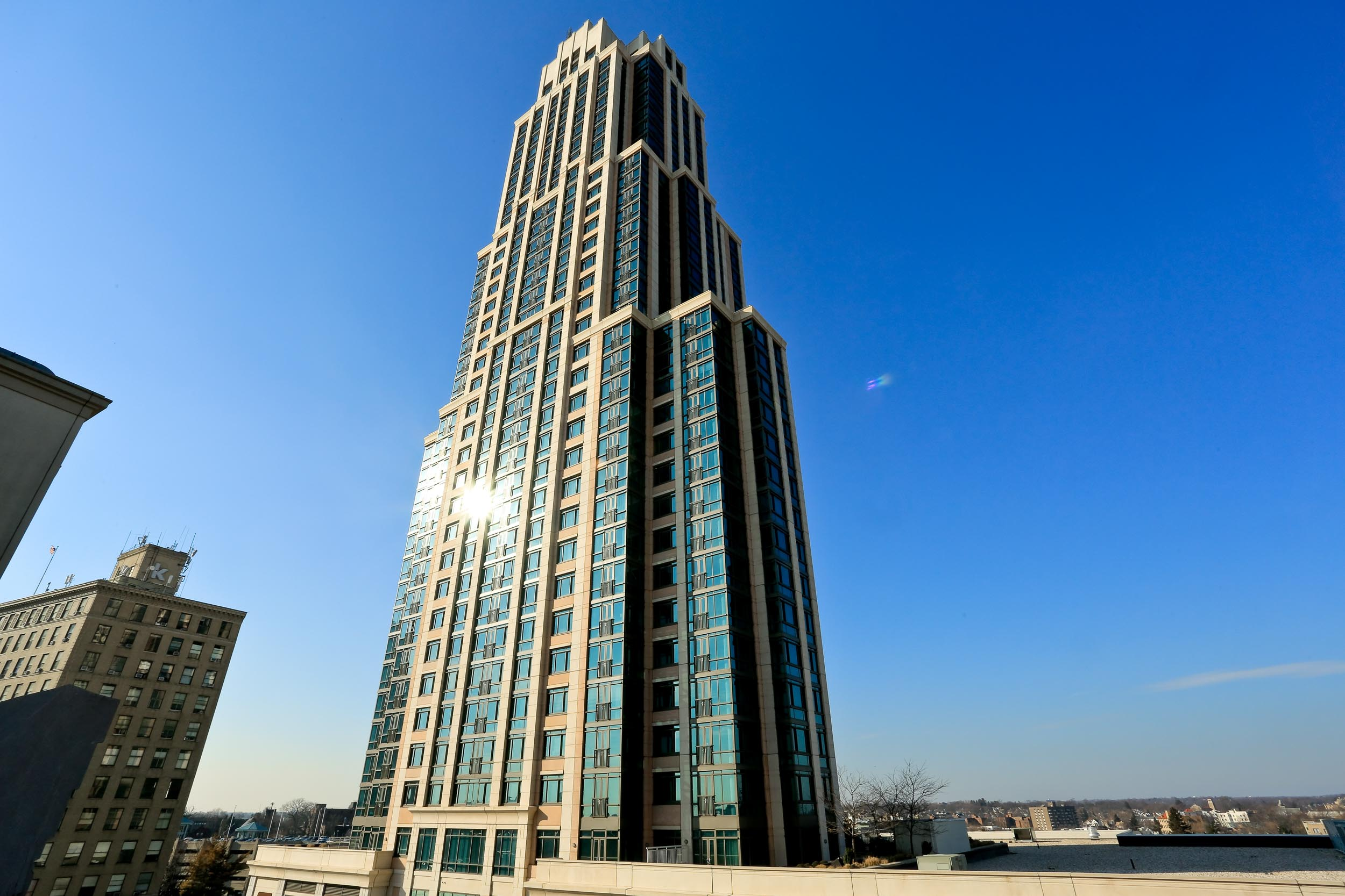 Trump Plaza New Rochelle offers both Luxury Condos to buy or rent. Located in New Rochelle.