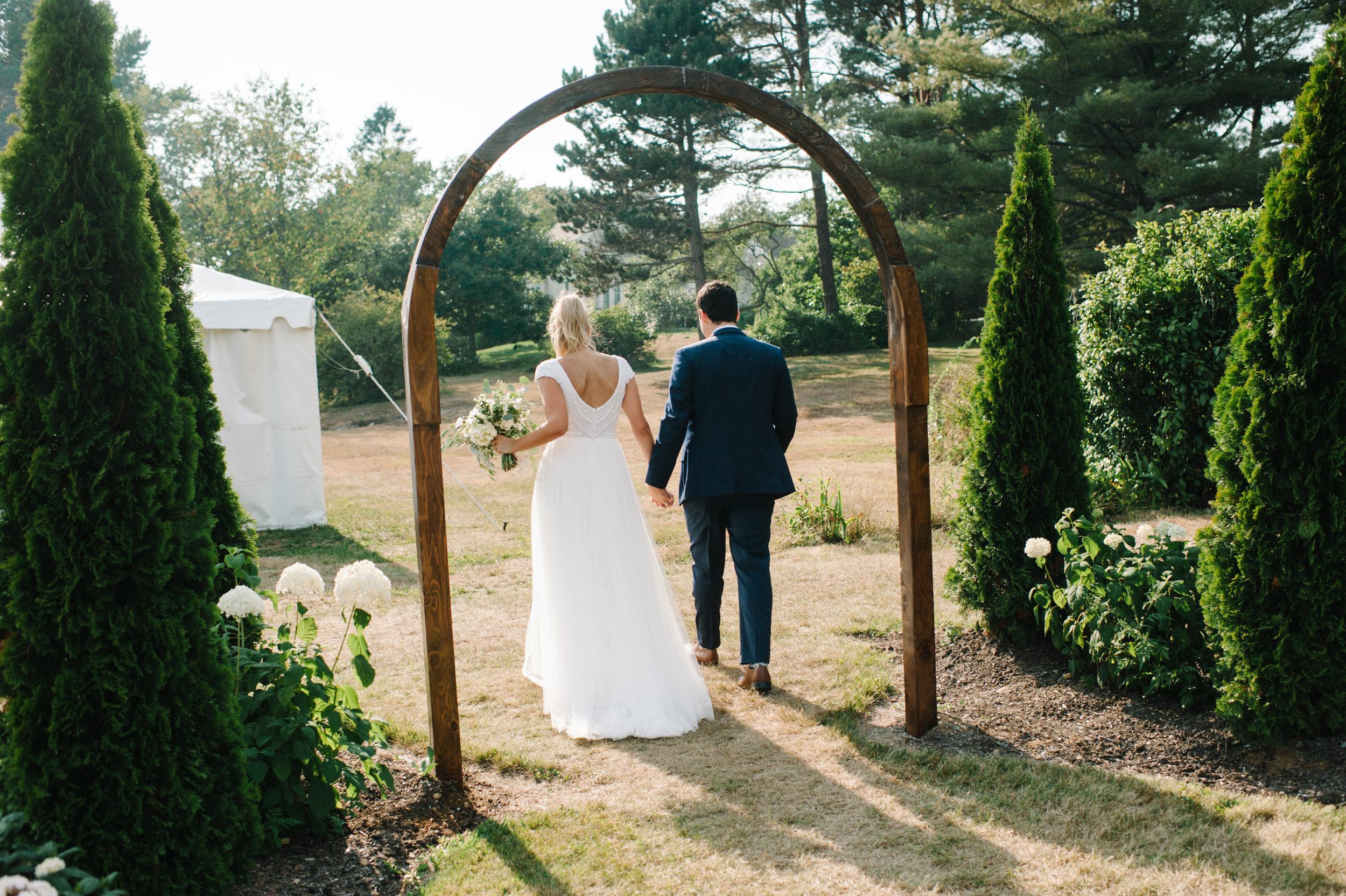 elegant outdoor maine wedding ceremony
