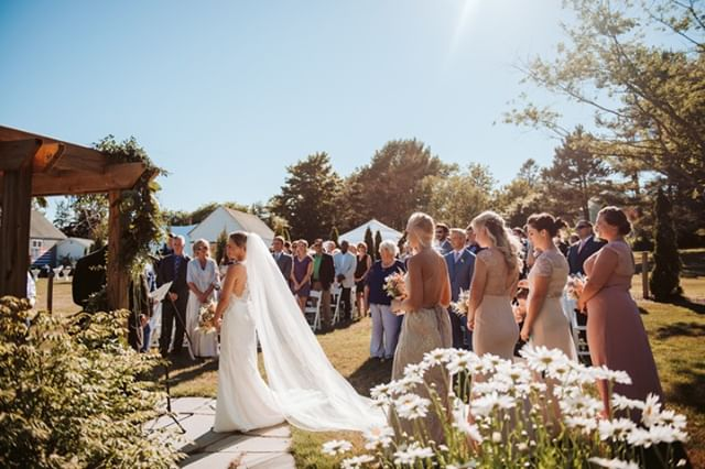 """Keep your face to the sun and you will never see the shadows."" -Helen Keller ⁣ ⁣ #livewellfarm #CourtsBenTaken⁣ .⁣ Courtney + Ben 