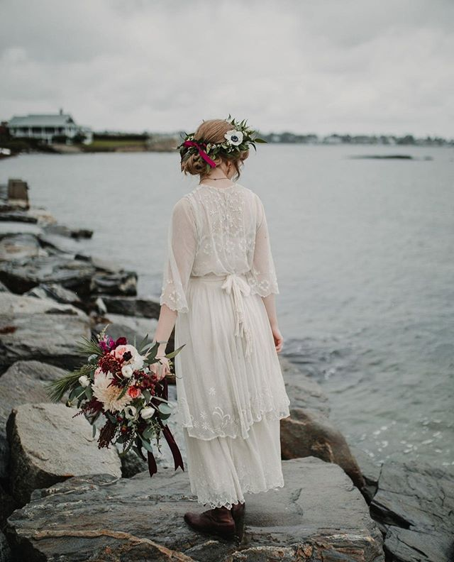 We are so fortunate to live and work on the Coast of Maine. Live Well Farm is literally surrounded by water and you're never more than 10 minutes from that perfect backdrop for your photos. Case and point!   #livewellfarm . Virginia + Derek | October 13, 2018 | Venue: @livewellfarm | Event Coordination: @fiercepros | Catering & Bar: @111maine | Rentals: @onestopeventrentals | Photography: @matandash | Florals: @cocodesigncompany | Music: @themusicmandjservice  • • • • • #LiveWellLoveWell #CoastalWedding #FarmWedding #FarmWeddingVenue #MaineWedding #APWwedding #WeddingWireRated #NewEnglandWedding #RealWeddingInspiration #MaineWeddingVenue #BarnWedding #MarryInMaine #HuffPostIDo #WeddingPhotoMag #JoyWed #BackyardWedding #207weddings #RusticWeddingChic #WCvendor #RealMaineWeddings #TheMaineBride #ItStartedWithYes #GreenWeddingShoes #TodaysWedding