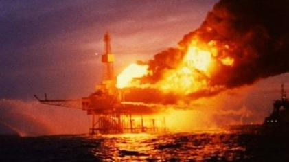 Piper Alpha amidst the blaze, 6th July 1988.