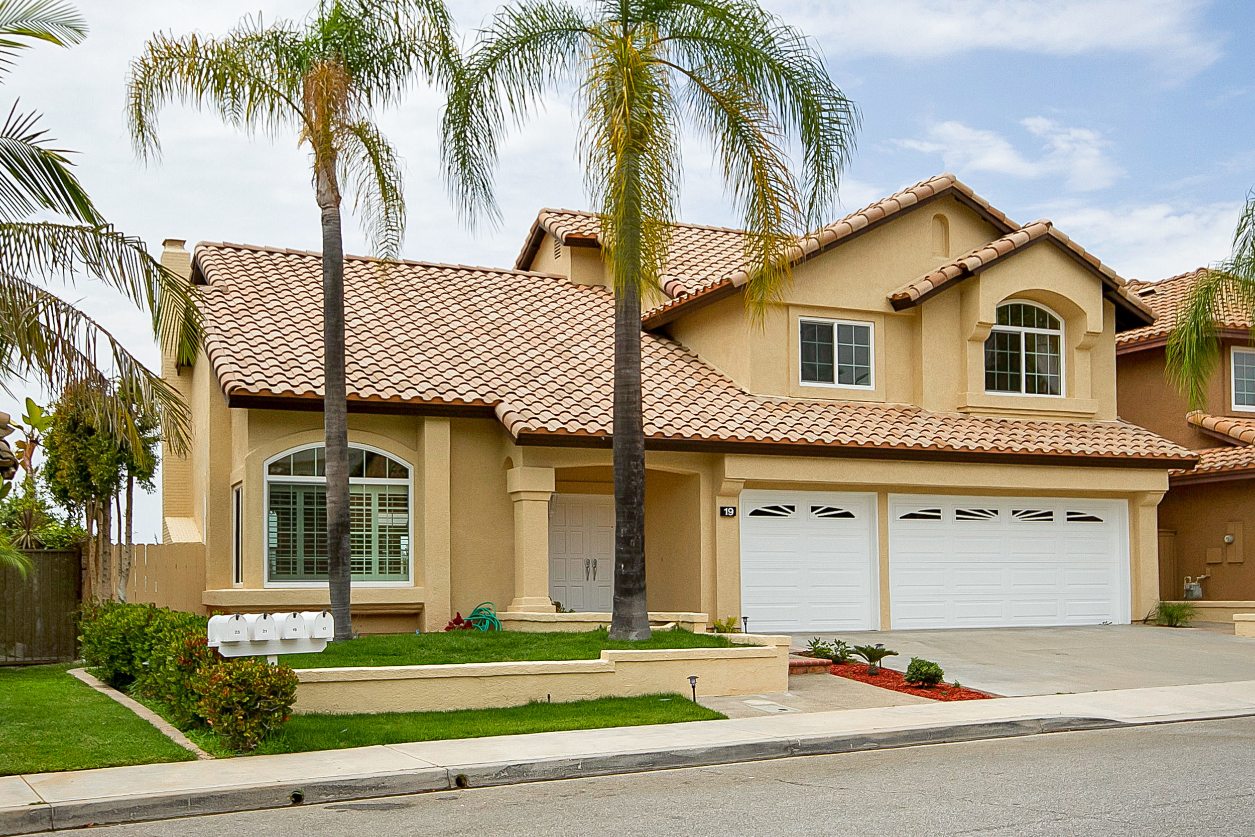 SOLD FOR $1,079,000   Aliso Viejo  4 BR | 3 BTH | 2,415 SQ/FT