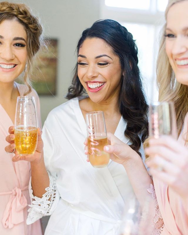 That Friday feeling🥂 Maybe not for us wedding pros but to our wonderful clients...CHEERS! . . . . . . 📸: @aprylannphoto  Makeup: @simplybeautifulbymeg  Hair: @stylingbymacey  Planning: @afteryes