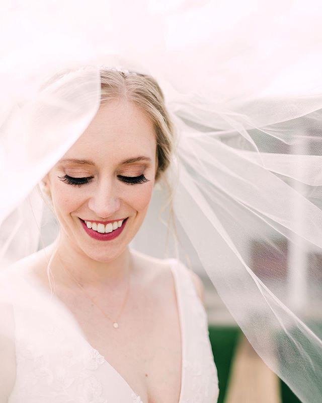 I just adore this portrait of Simply Beautiful bride, Kate! It's both timeless & elegant❤️ . . . . . . 📸: @cactusandcoastphotography  H&MU: @simplybeautifulbymeg