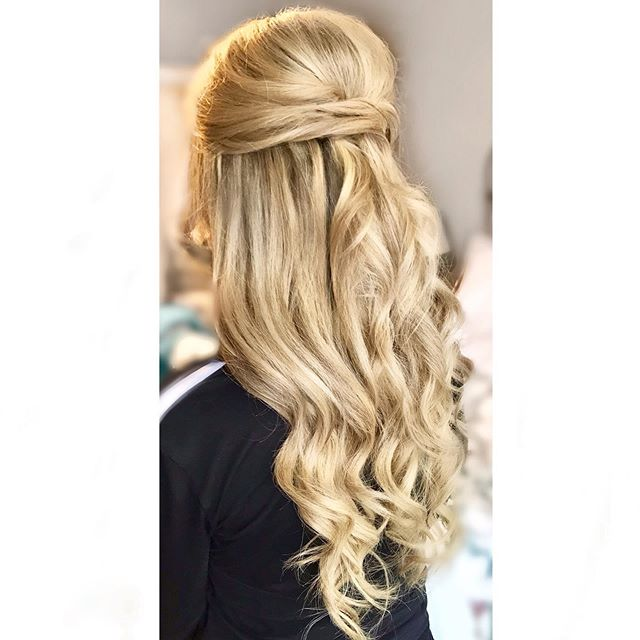 Half upsss❤️❤️❤️ I love how simple & elegant this style can be! It's perfect for the bride who normally wears her hair all down. It gives you the feeling of having hair down while also keeping it out of your face all night!