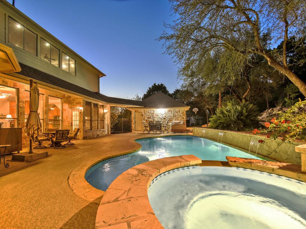 hot tub, patio, garage.jpg