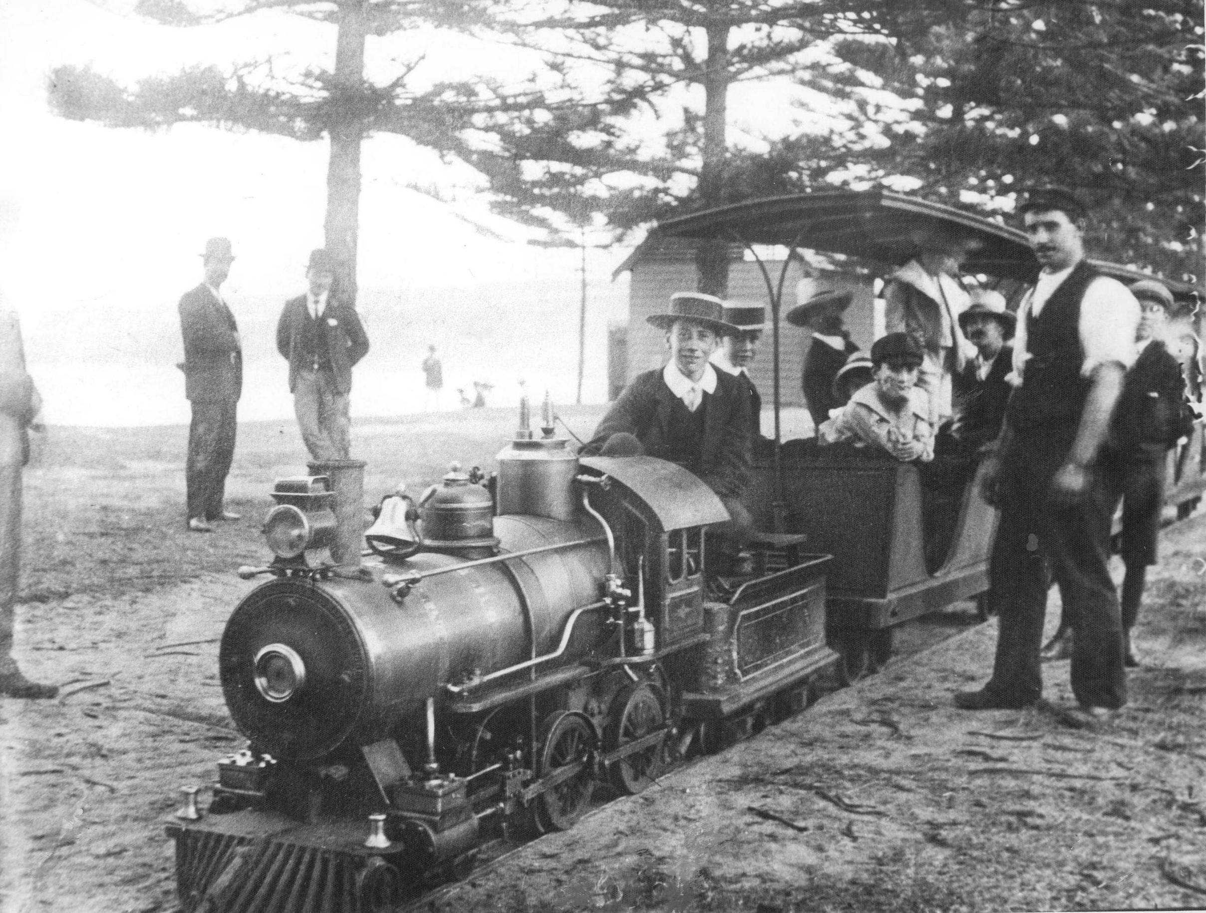 Miniature railway, Steyne Reserve c1906.jpg