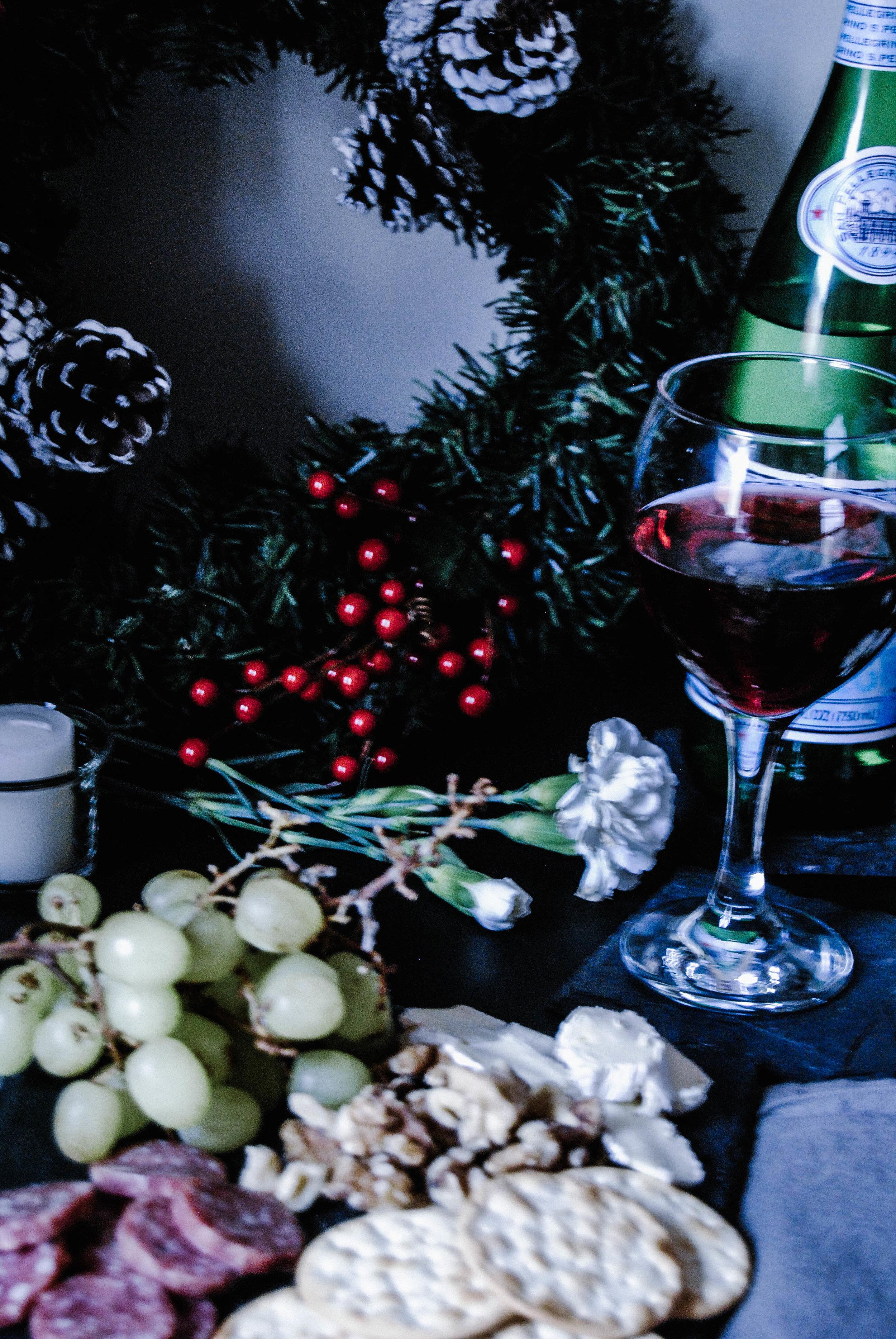 christmaswinecheese2.jpg