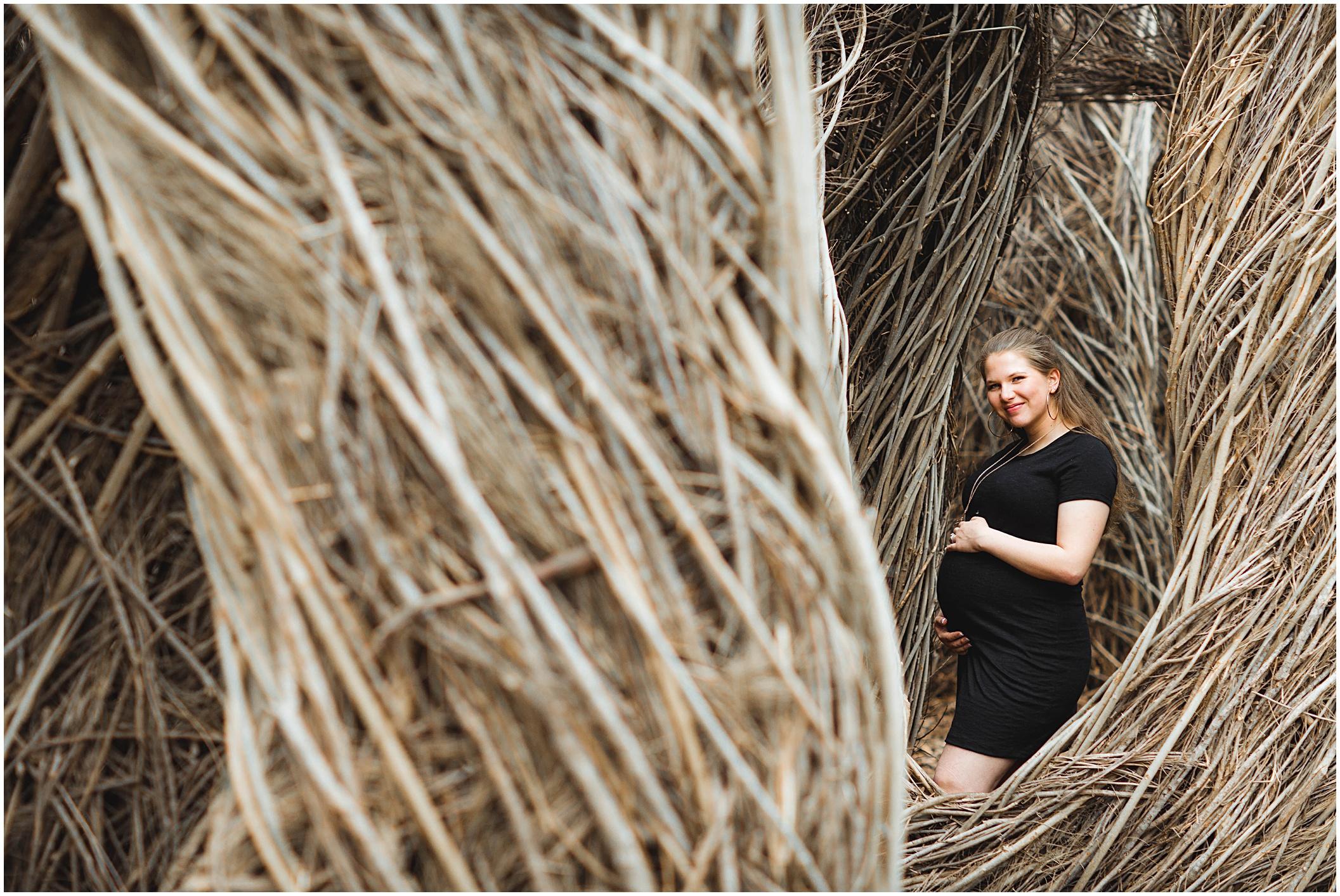 austin-earthy-maternity-session-natural-light_0004.jpg