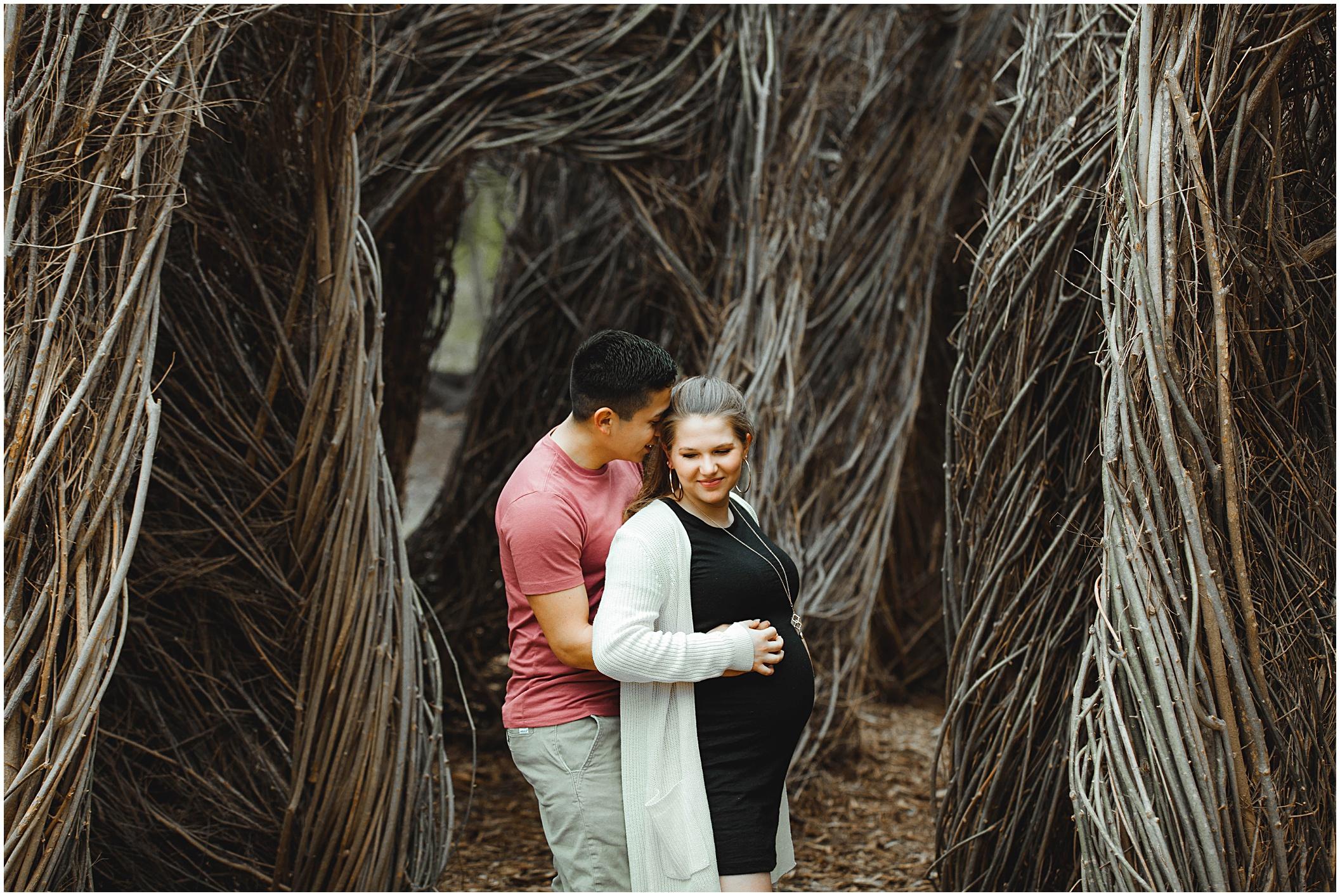 couples-maternity-session-hugging-austin_0005.jpg