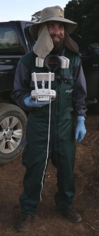 Piloto de Drone con su equipo de protección en Piña.