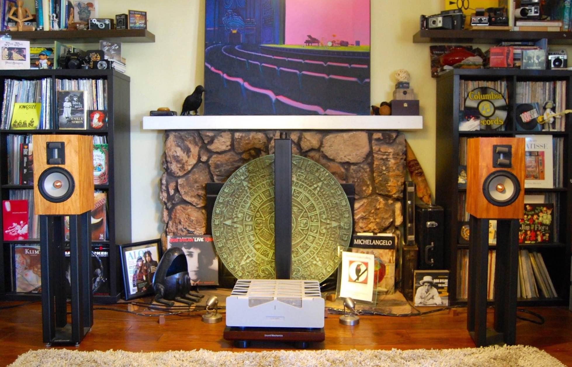 Image by Dan Muzquiz of 'Blackbird Audio Gallery', Santee, California USA.