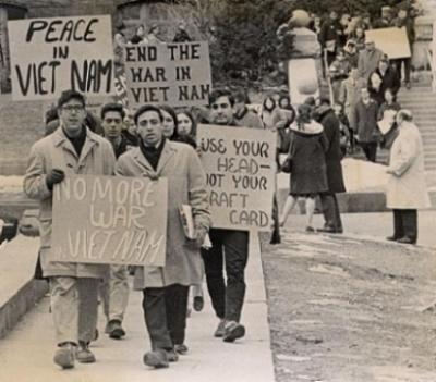 Student_Vietnam_War_protesters_FREE_DOMAIN.JPG