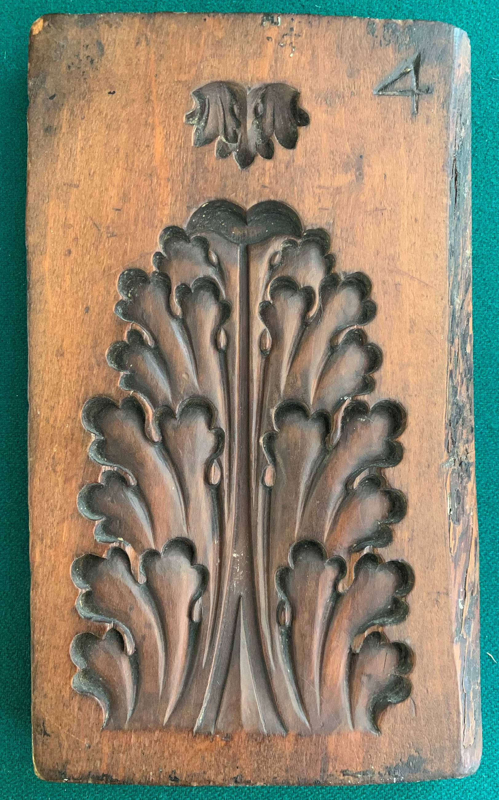 Boxwood mould, circa 1815, carved in reverse. Acanthus leaf ornament for the mitre of picture frames. Collection Arnold Wiggins & Sons