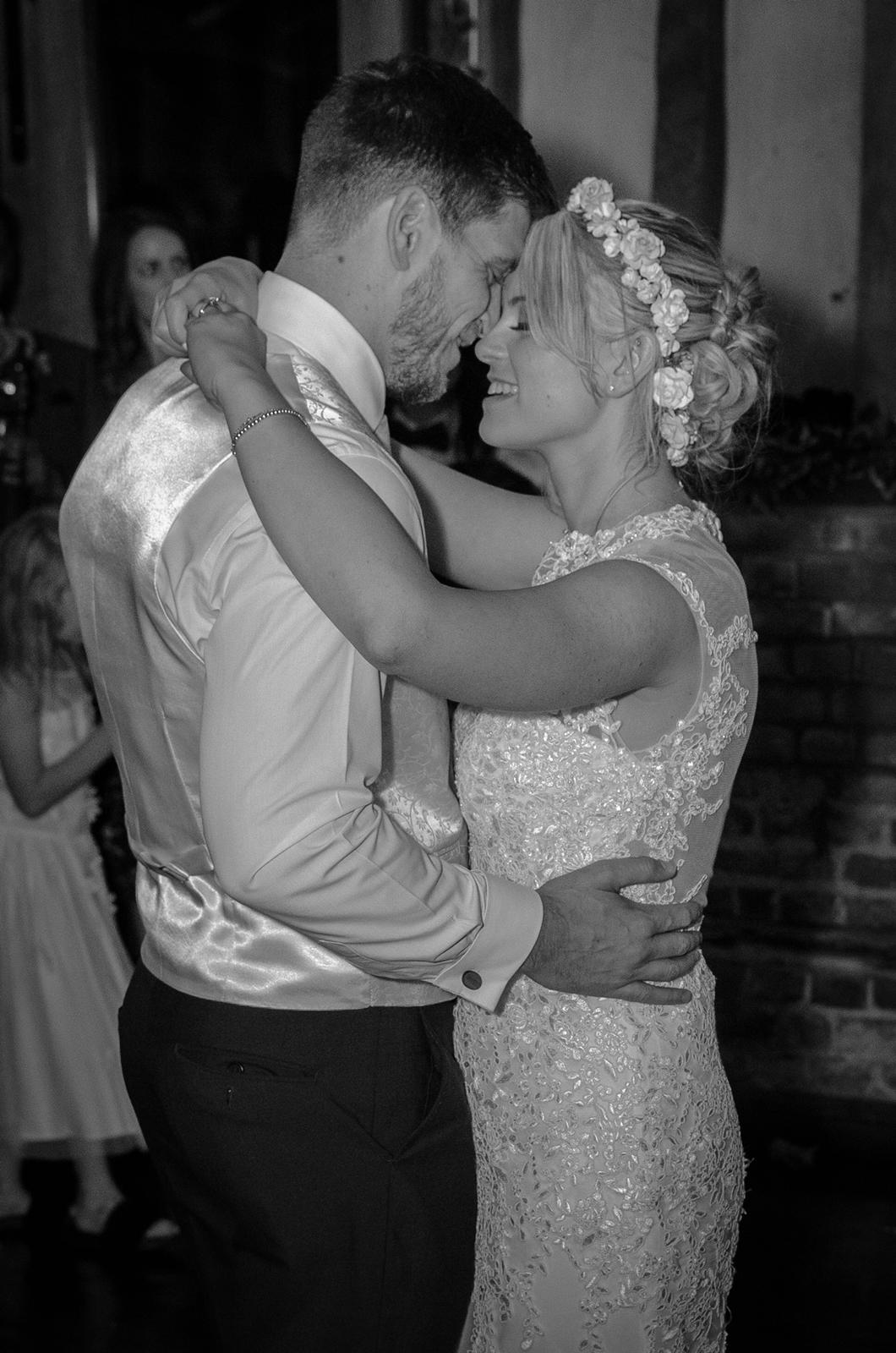 The first dance for groom and bride on wedding day
