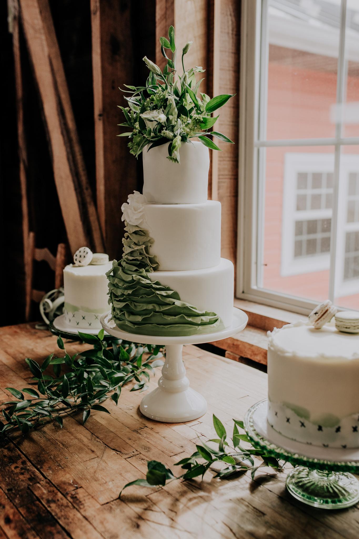 Yield Bakehouse - Wedding Cake - Green - Macaroon - Greenery - jewel Tone Wedding - Ambre Cake - Hove Photography