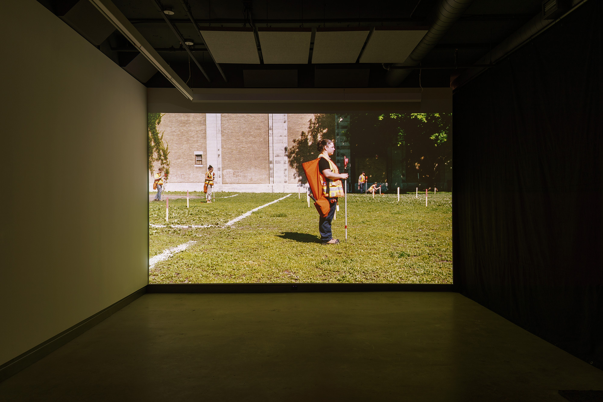 © David K. Ross,  Théodolitique  (2015). Exhibition view. Photo: Guy L'Heureux.