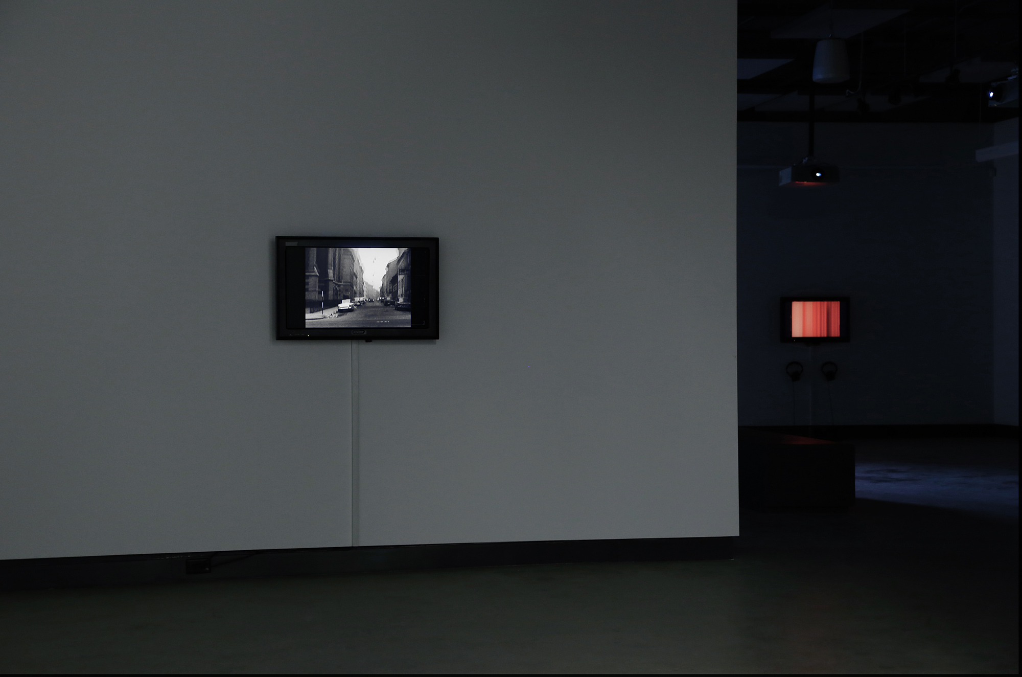 © Electronic Sound in a Shifting Landscape exhibition view (2014).Photo: Sara A. Tremblay.