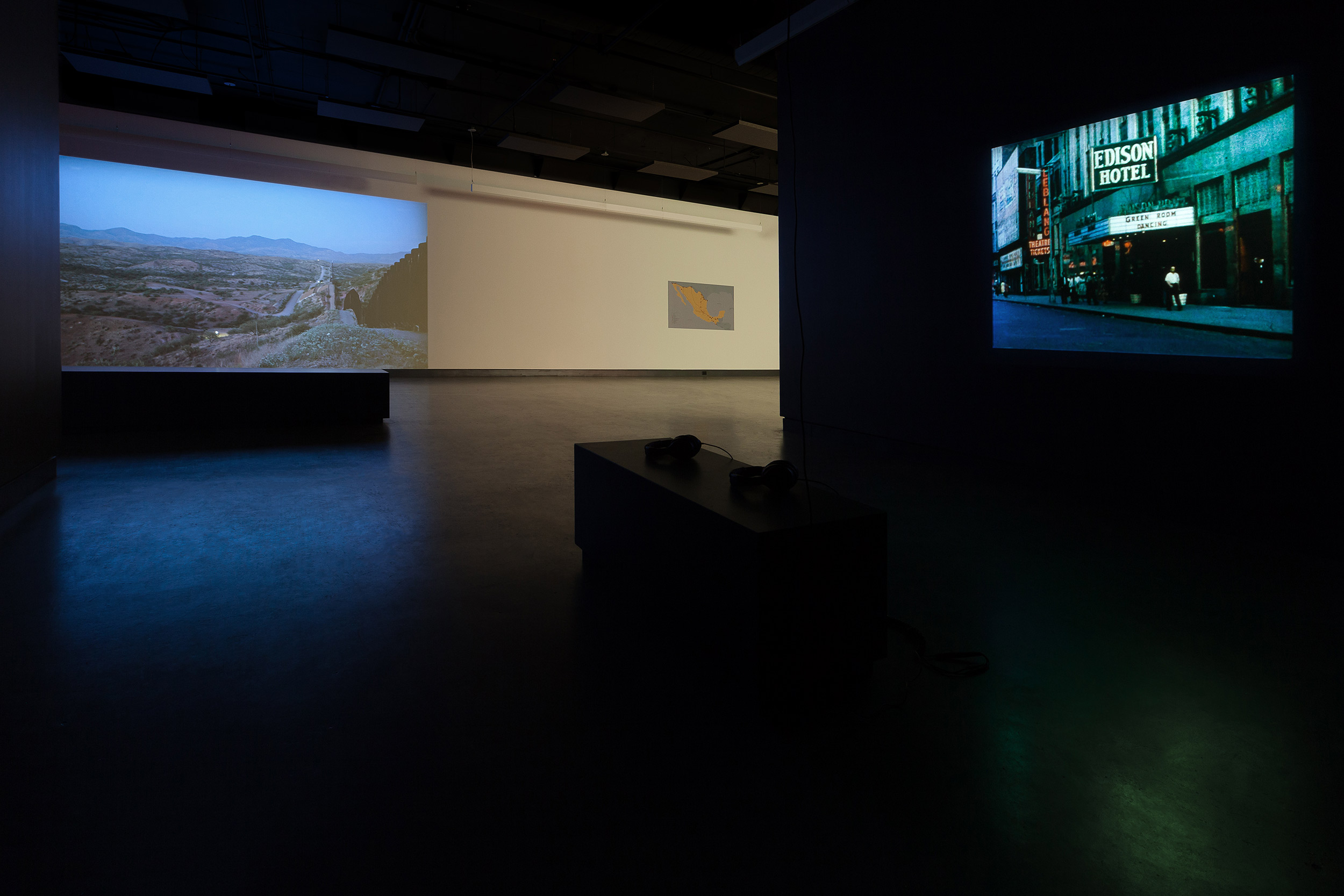 © Hubert Caron-Guay, Arroyos (2017) (left) and Lisl Ponger,  Passages  (1996) (right). Installation view. Photo: Marilou Crispin.