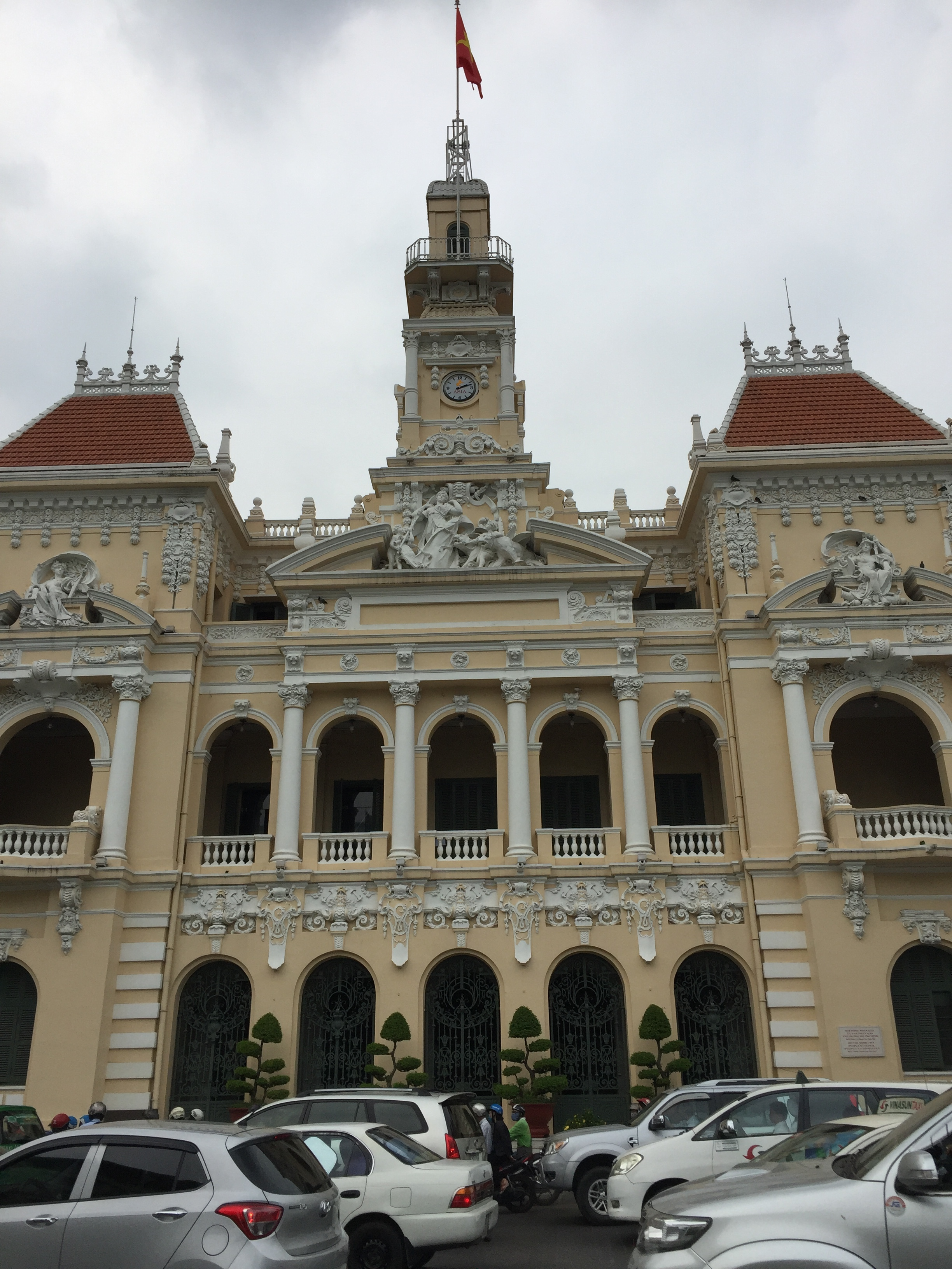 The old-colonial style of the city hall is echoed throughout HCMC and Hanoi, to create a unique east-west feel.