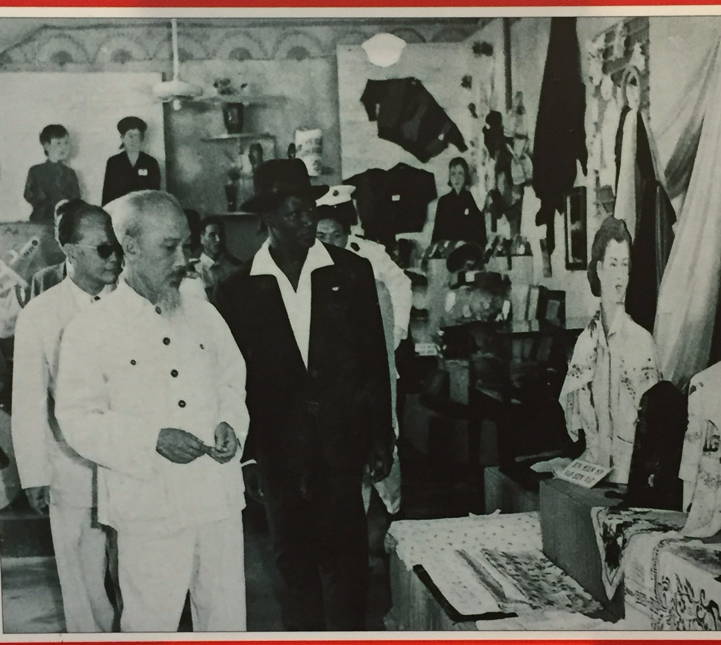 Can we take a second to appreciate president Ahmed Sekou Toure of Guinea's pimp suit here? (Pictured with Ho Chi Minh.)
