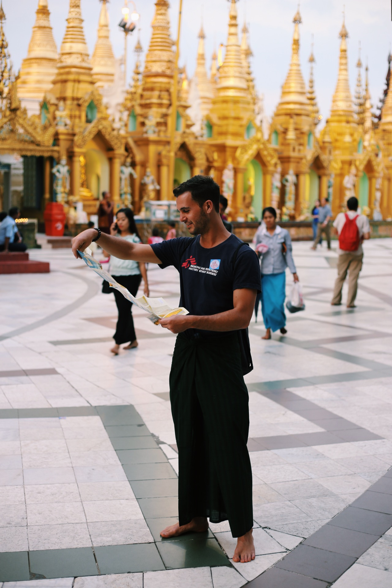 Modeling my stylish temple-required longyi, Burma winter edition 2017. (p/c Sarah Hoffman)