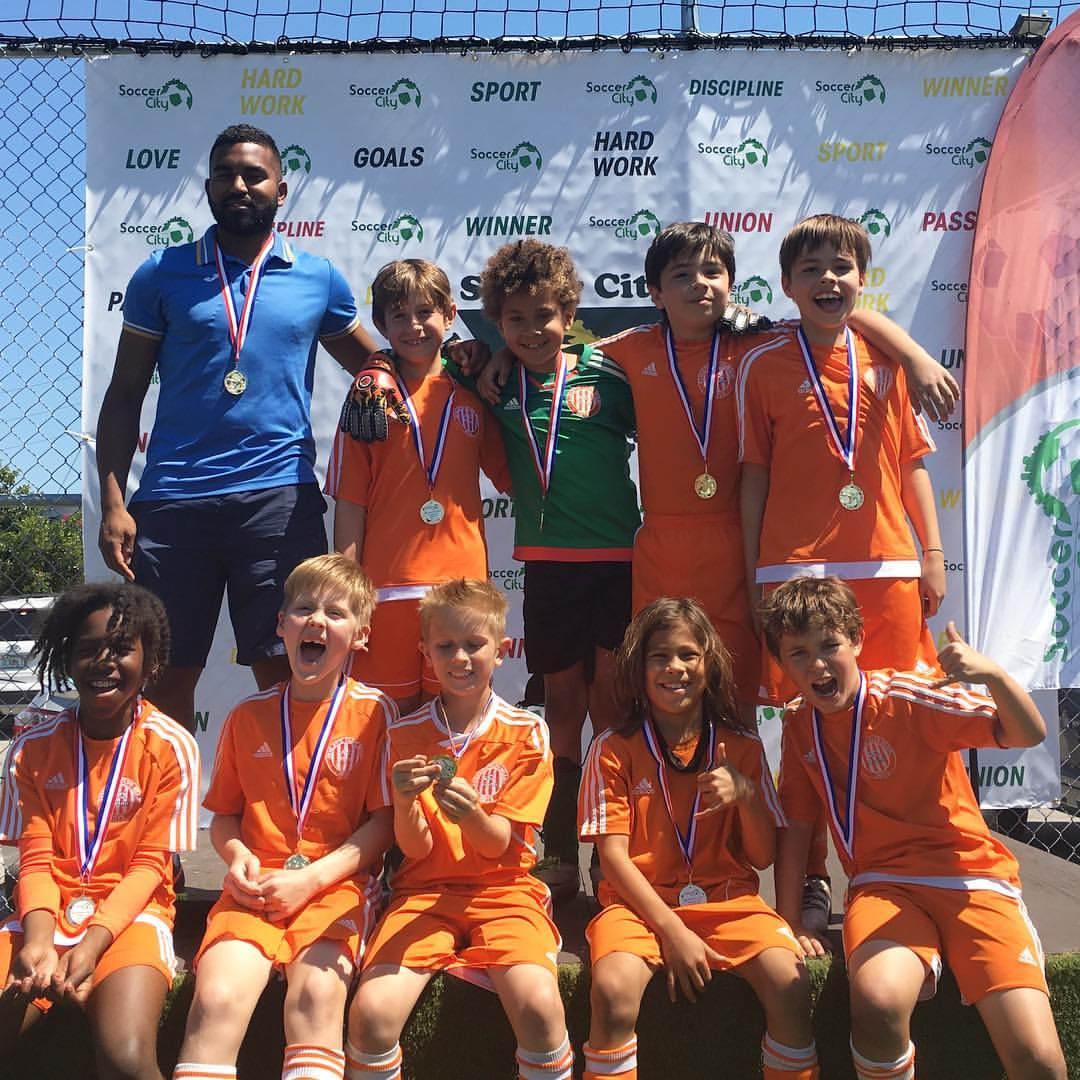 U10 Soccer City League Champions 2017.jpg