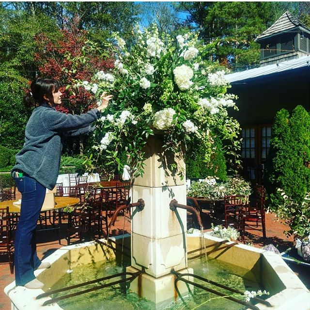 Yesterday was beautiful & I sure enjoyed being on Suzy's design team out at Windwood. Go follow ➡️ @suzy_reynolds_flowers for all kinds of Flower Fun! . . . . #weddingflowers #flowers  #weddingdesign #southernwedding #stylemepretty #alabamawedding #alabamabride #persuepretty #thehappynow #becreative #thatsdarling #weddingwire #weddingdesigner  #birminghamwedding #soloverly #greylikesweddings  #birminghambride #instawedding #huffpostido #oncewed #instawed #thehappynow #loveauthentic #junebugweddings #thatsdarling #flashesofdelight #bhamwedding