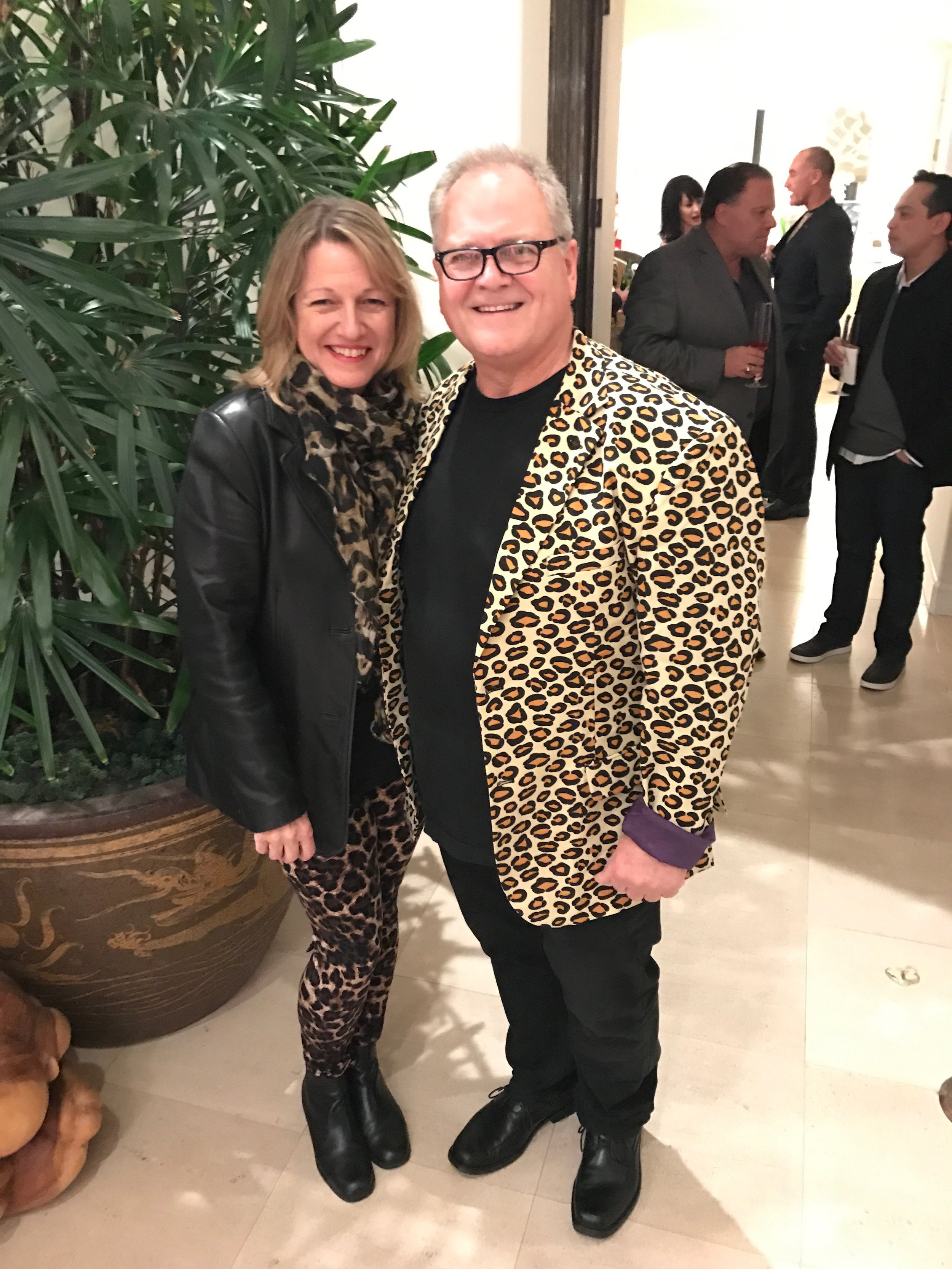 It's nice to see lovely men like Bruce and his wife take the theme seriously and look adorable