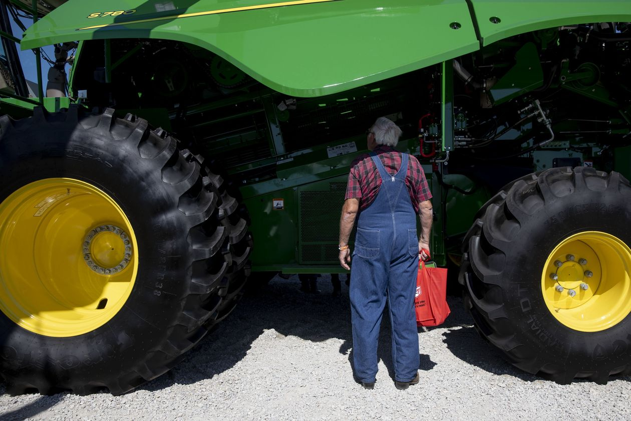 Deere Sells 30-Year Corporate Bonds at RecordLow Yields - Deere DE +0.15% & Co. sold 30-year bonds at a record low yield for U.S. corporate debt of that maturity on Tuesday, seizing on tumbling U.S. Treasury yields to lock in favorable interest rates...