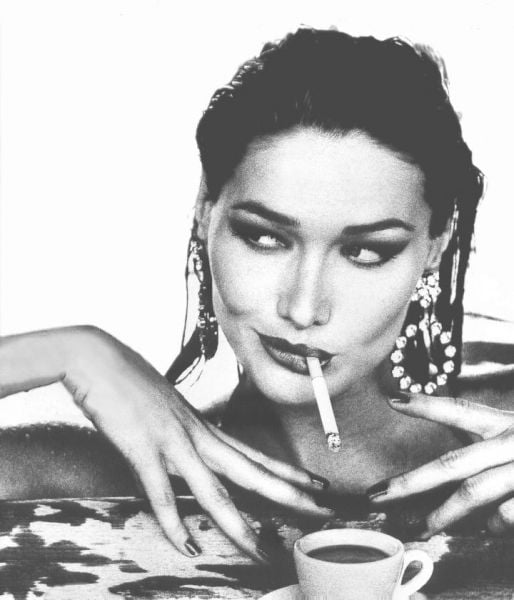 Carla-Bruni-is-smoking-fashion-model.jpg
