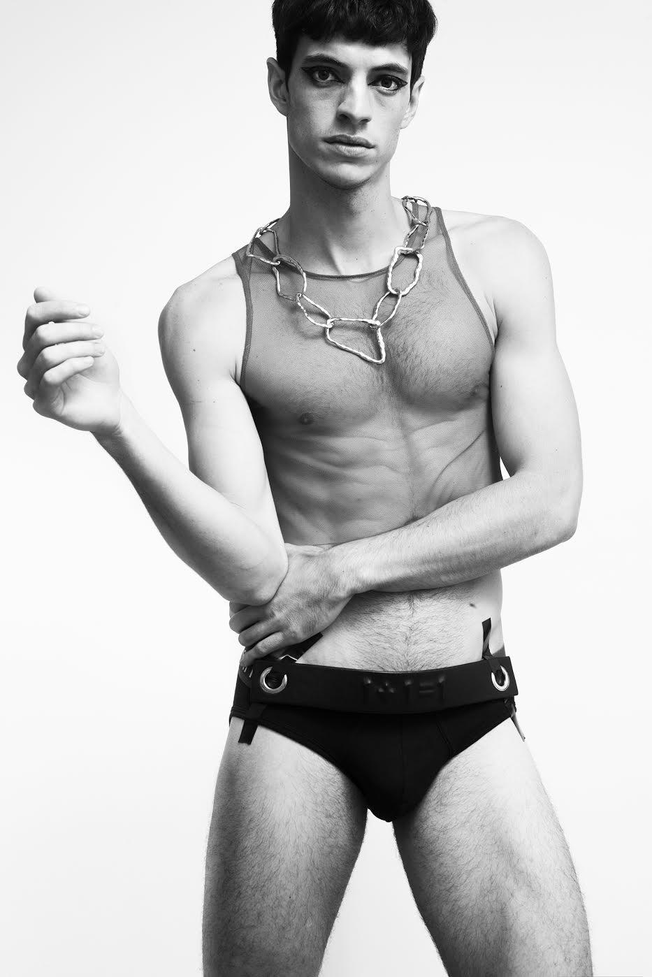 Top: Marika Vera  Underwear: Calvin Klein  Collar: propiedad de la estilista