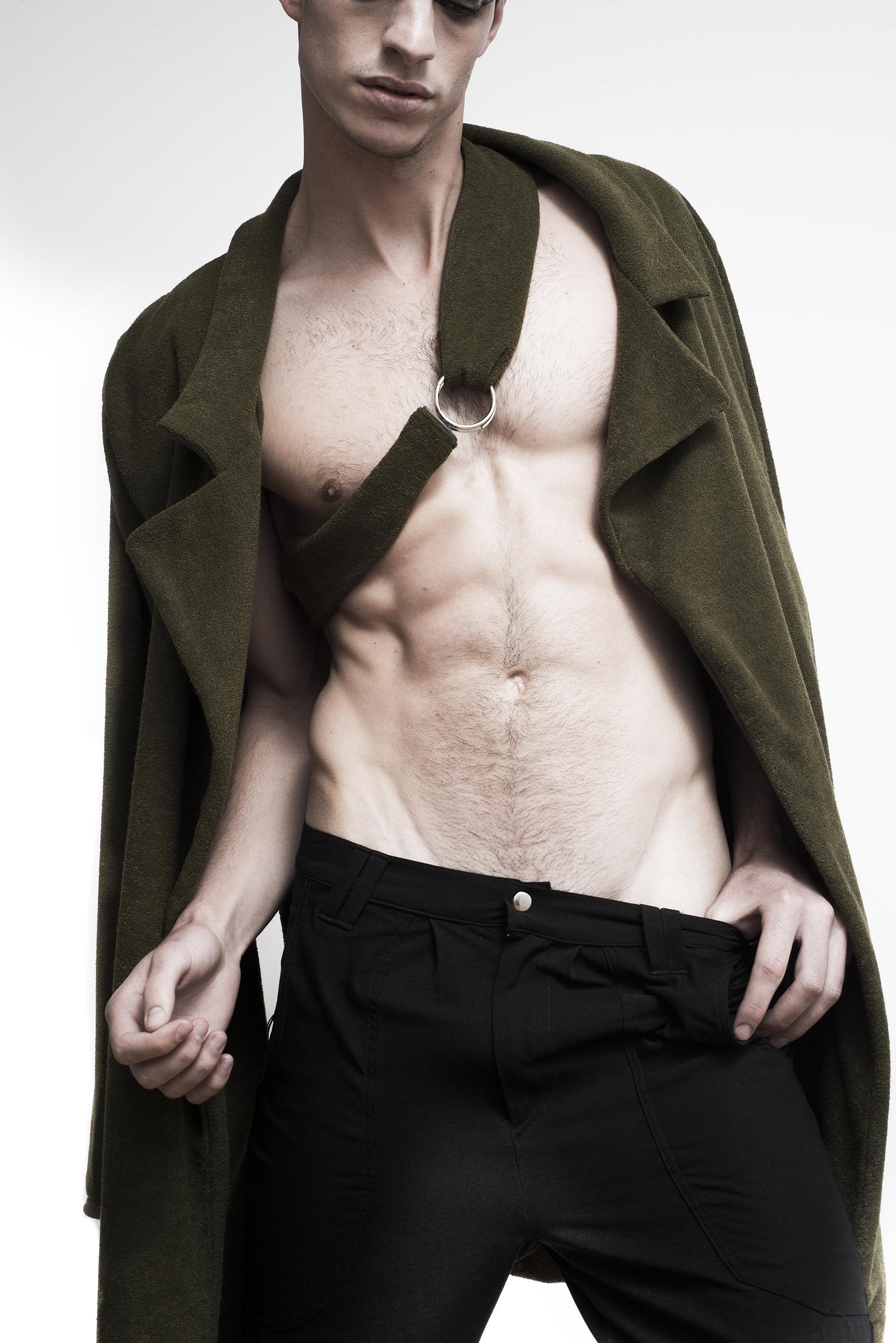 Abrigo y pantalones: Ayanegui