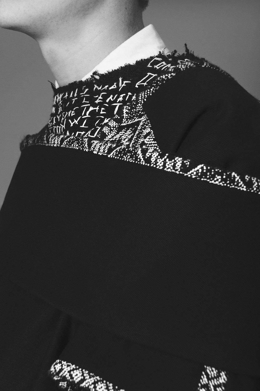 Camisa  Levi's , Suéter y pantalón  MOMO , Capa  Santoyo