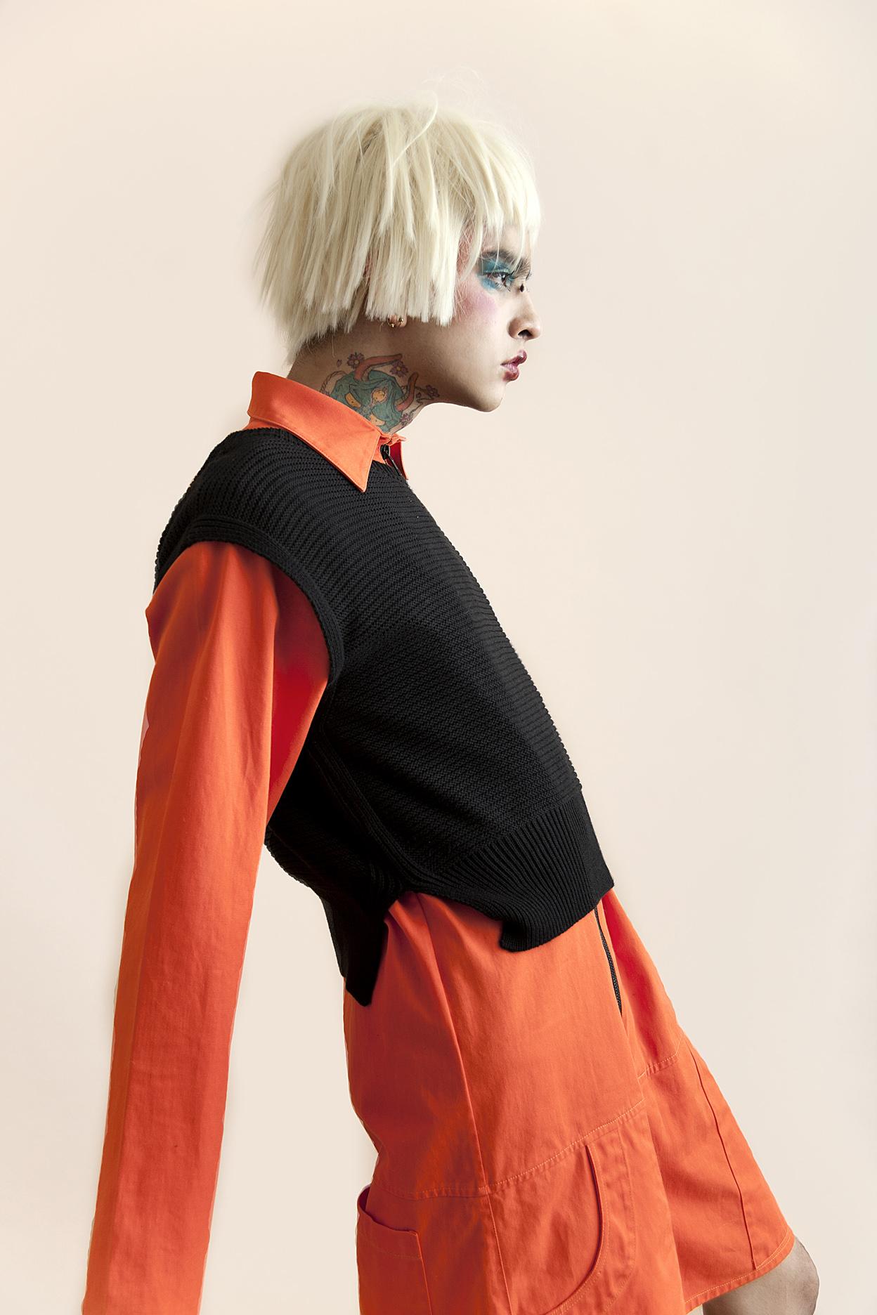 Jumpsuit:  Mancandy  , chaleco:  Calvin Klein