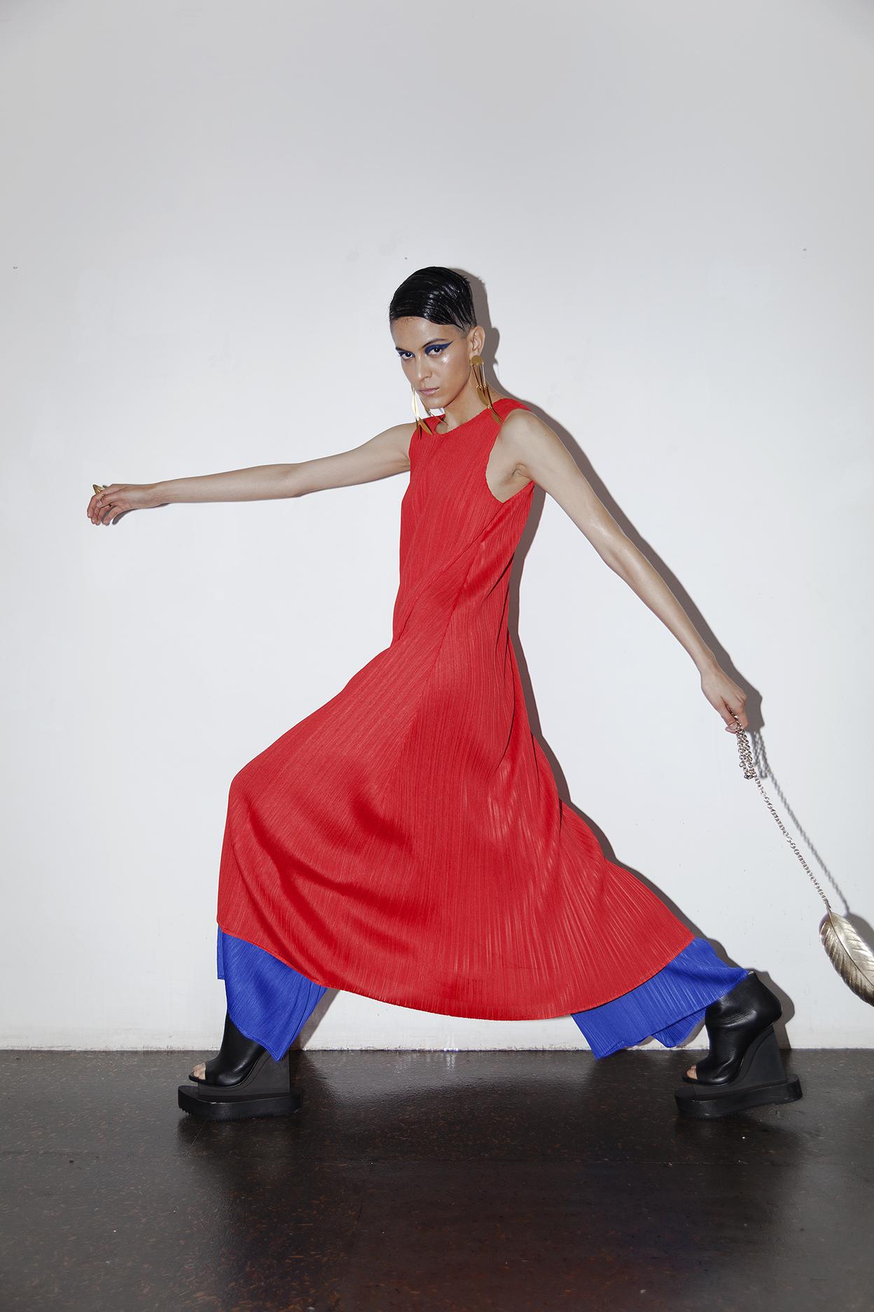 Total look  Issey Miyake,  zapatos y bolsa de la estilista